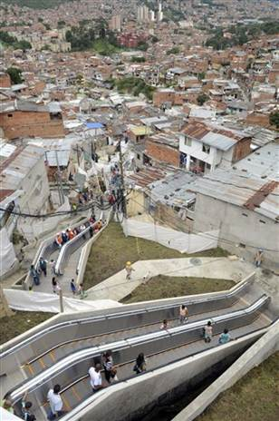 Colombian city Medellin gets giant, outdoor escalator 1