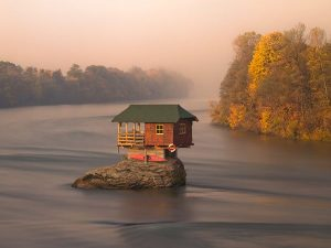 house-river-serbia_57361_600x450