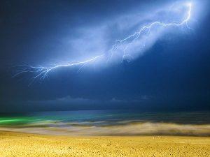 lightning-caspian-sea_57275_600x450