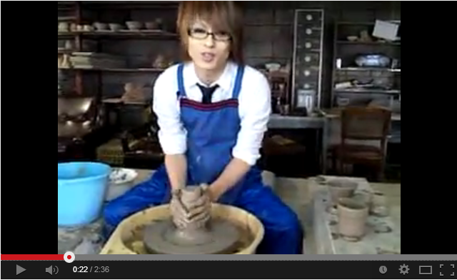 Let's see what a Japanese potter can present us.