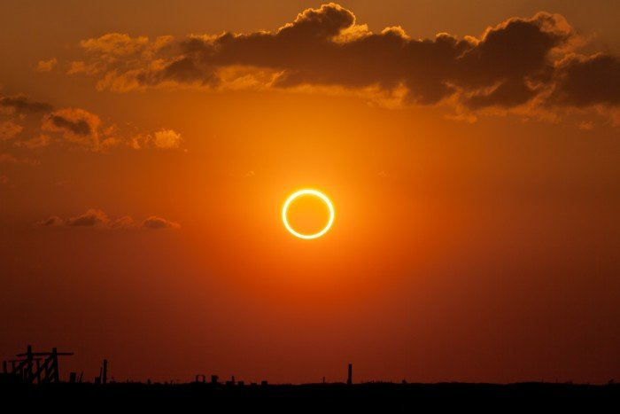 Annular_eclipse_-ring_of_fire--700x467