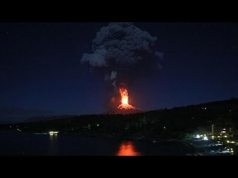 Massive evacutation after vulcano Villarrica wakes up!