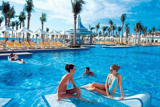 Experience a holiday on the beautiful beaches of Mexico