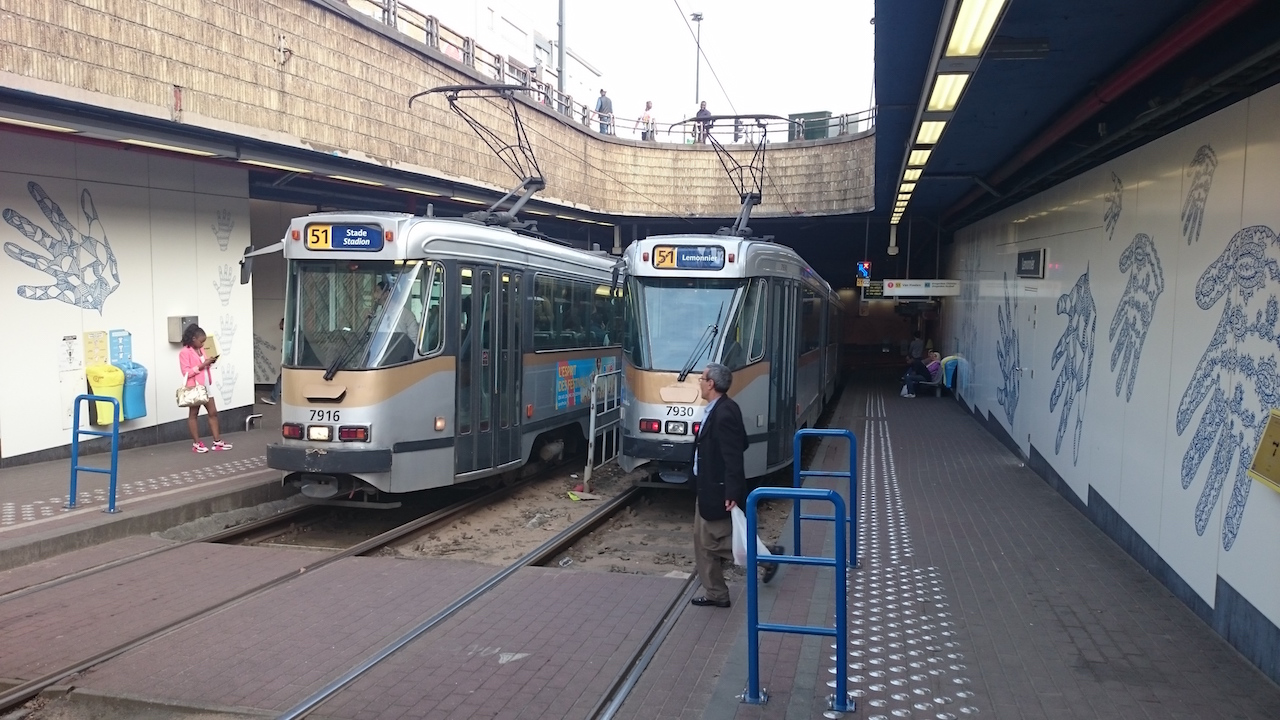 Tram sections with easy crossing for pedestrians