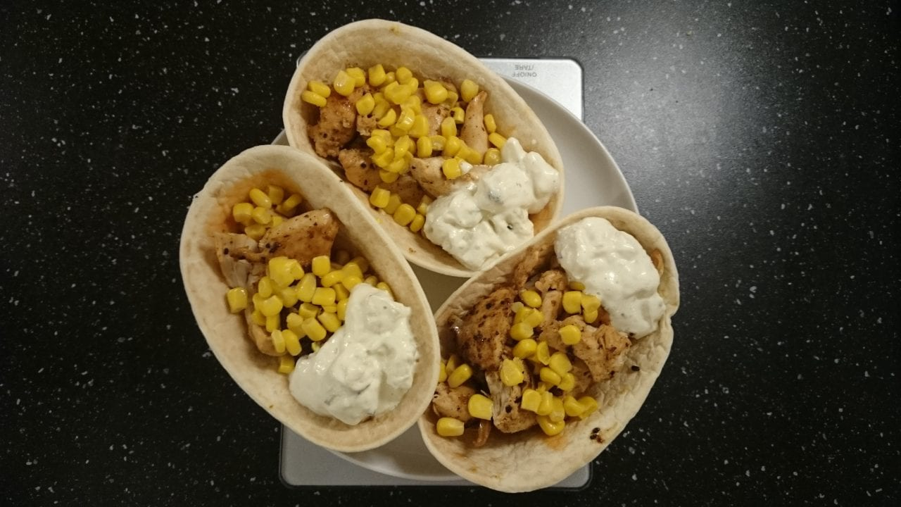 Tacoboat with Chicken Bites and Maize
