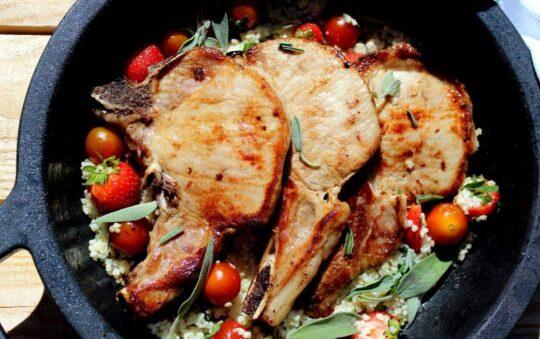 Pork chops with sauce Recipe