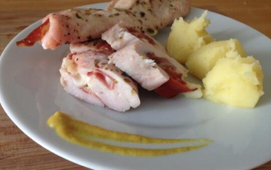 Bring new life to the Chicken: Chicken breast stuffed with ham and cheese