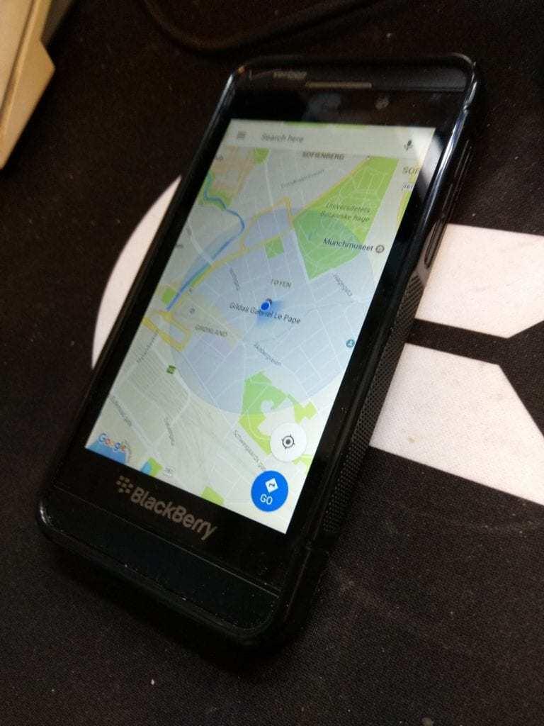 BlackBerry OS 10 Review on Distrita