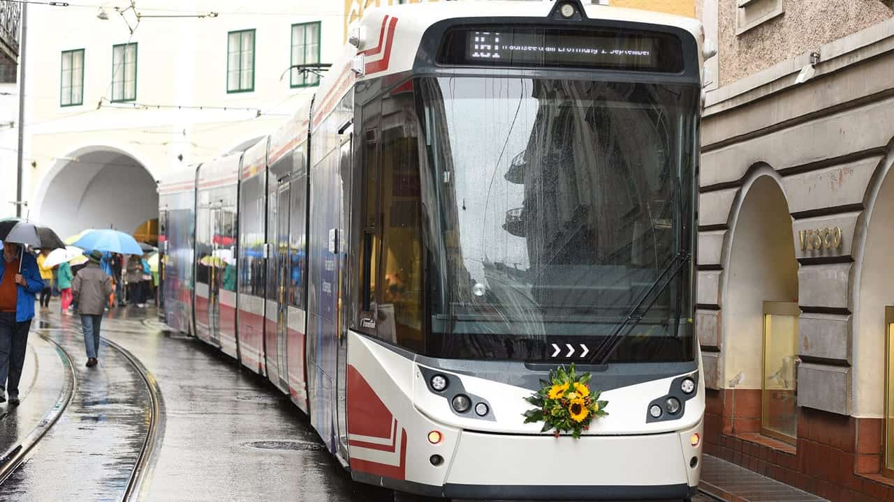 Light Rail People Mover Service started in Gmunden, Gmunden with people mover service thru the town, Tiny Gmunden got their light rail network finally