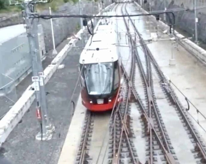Ottawa Light Rail Project is funded by the Canadian Government