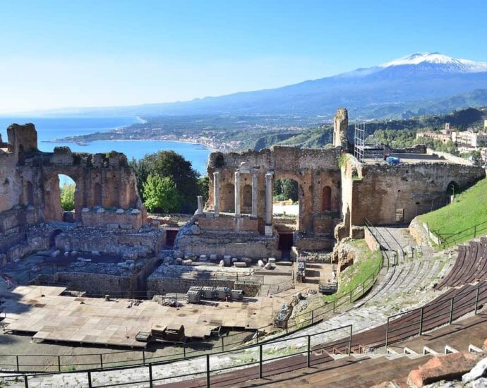 Let's take you to the Amazing Italian city of Taormina on Sicily