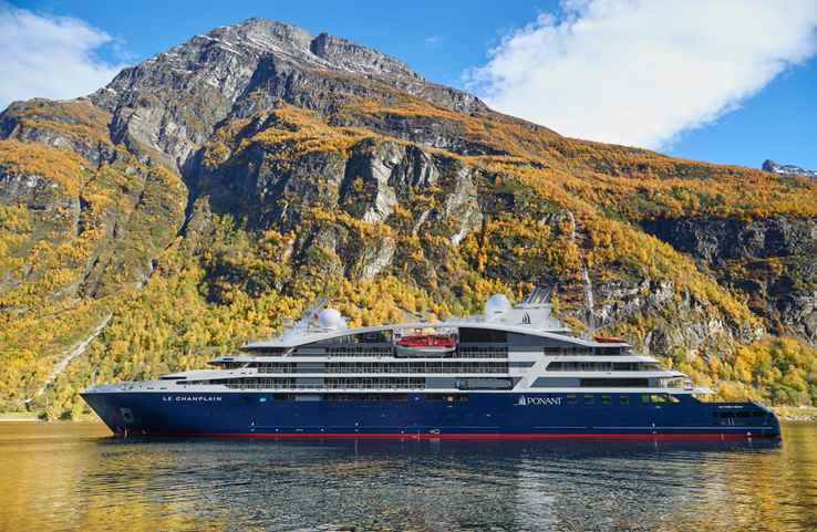 Le champlain cruise boat in Tabasco