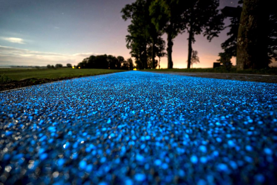 Glowing bicycle paths in the Night means easy bike paths near me