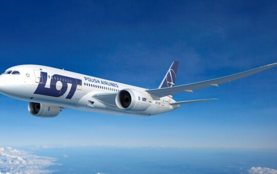 Polish Airlines LOT buys the German Condor airline