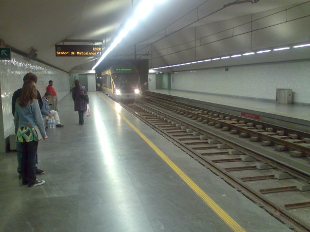 Check out the New and Old Trams in Porto 5