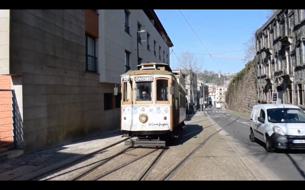 Meet the Heritage Tram in Porto 3