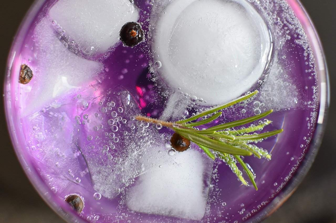 """Easy Cocktail to prepare   """"La Cosa Rosa"""" with a pink touch"""
